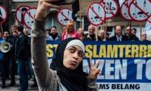 """فتاة تواجه مناهضي الإسلام بـ""""سيلفي""""!"""