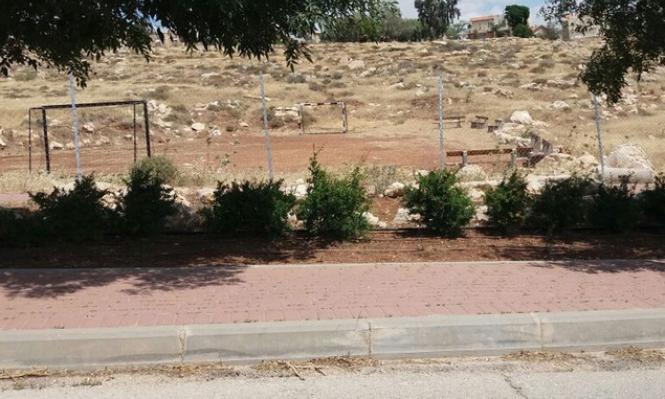 صور جوية: ملعب بمستوطنة على أراض فلسطينية خاصة