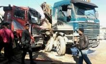 مصرع شخص بحادث بين شاحنتين في مركز البلاد