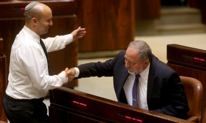 ليبرمان يهاجم بينيت لانتقاده نتنياهو