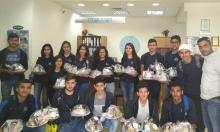 طلاب حرفيش يقدمون الهدايا لمرضى السرطان