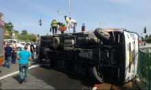 الرملة: مصرع سائق إثر انقلاب شاحنة كان يقودها