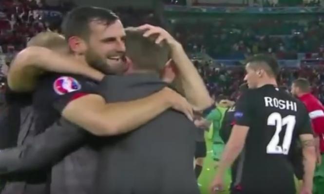 """فيديو: لاعب ألباني يردد """"الحمد لله"""" بعد الفوز على رومانيا"""