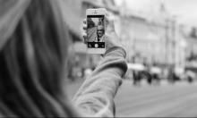 """دراسة: التقاط صور الـ""""سيلفي"""" يسبب ظهور التجاعيد"""