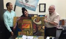 جسر الزرقاء: ياسمين جربان تهدي لوحاتها للمدارس والمؤسسات العامة