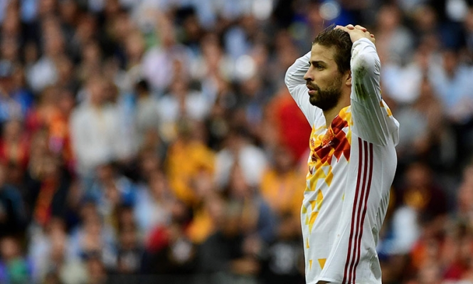 بيكيه يشن هجومًا على المنتخب الإسباني