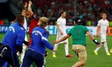 فيديو: مشجع مهووس بكريستيانو رونالدو يقتحم الملعب