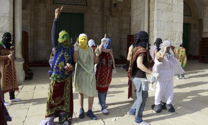 الجمعة الأخيرة: آلاف الفلسطينيين يتجهون للصلاة بالأقصى