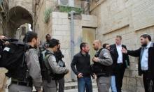 حي الخالدية: مستوطنون يستفزون شبانا فلسطينيين والاحتلال يدعمهم