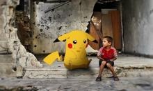 """القصة وراء صورة الطفل السوري مع """"بيكاتشو"""""""