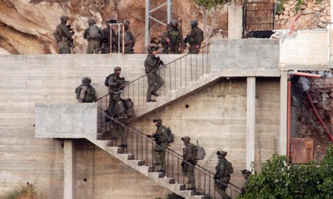 الضفة الغربية: اقتحام مخيم الدهيشة ودورا واعتقالات وإصابات