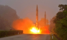 كوريا الشمالية تطلق صاروخين باليستيين سقطا في بحر اليابان