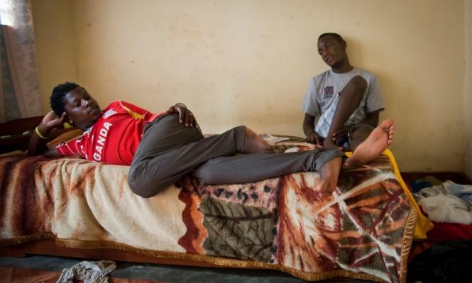 """أوغندا تتعهد بقمع المثليين و""""إعادة تأهيلهم"""""""