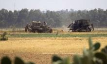 آليات الاحتلال تجرف أراضي المزارعين شرق خان يونس