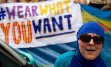 وزير داخلية فرنسا: حظر البوركيني سيزيد التوتر