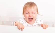 البكاء الزائد للطفل يؤدي لاضطرابات سلوكية ونفسية