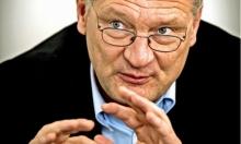 رشق زعيم حزب ألماني متطرف بقالب حلوى
