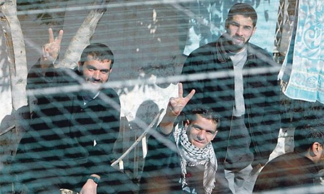 قراقع: تغذية المعتقلين الفلسطينيين قسريا تشريع لقتلهم