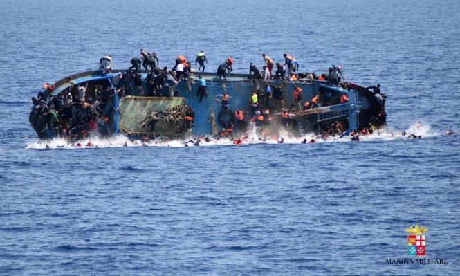مصر: مقتل 43 وفقدان 400 في غرق قارب للمهاجرين
