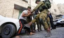 توثيق بالصور: جنود الاحتلال ينكلون بشاب فلسطيني