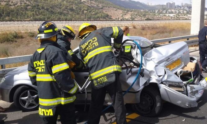 حيفا: تخليص عالقين بحادث بين سيارة وشاحنة