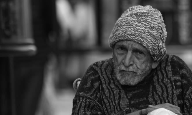 الفقر يسرّع الشيخوخة العقلية