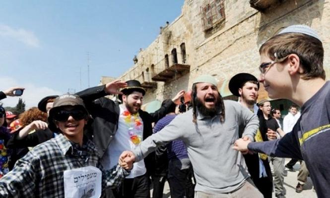 الاحتلال يسمح لمستوطنين بأداء شعائر توراتية بالخليل