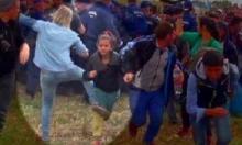 الصحافية المجرية التي ركلت اللاجئين تفوز بجائزة
