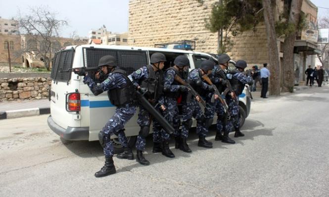 الشرطة الفلسطينية تعتقل 33 من عائلة واحدة بالخليل