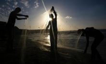 الاحتلال يوسع مؤقتا مساحة الصيد في بحر غزة