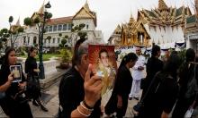 عشرات آلاف التايلانديين في وداع الملك الراحل