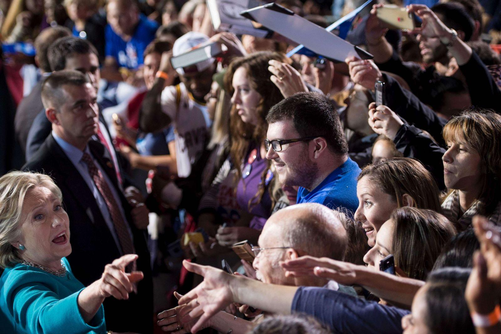 كلينتون خلال جمهرة انتخابيّة (أ ف ب)