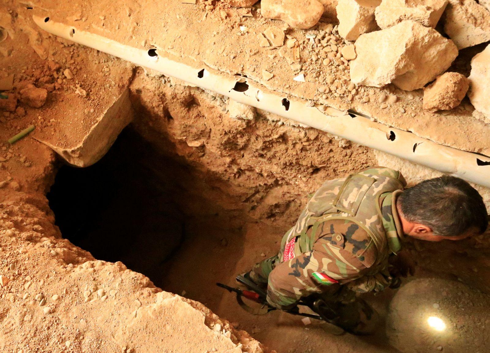 أحد أنفاق داعش (رويترز)