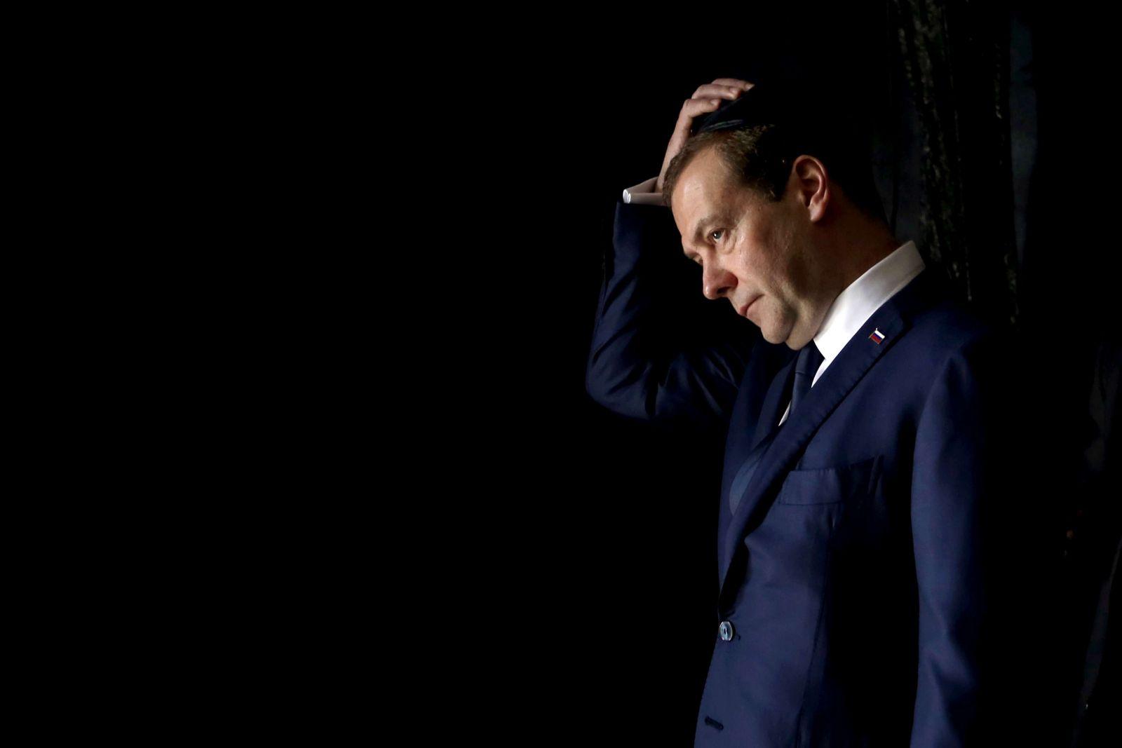 ميدفيديف بالطبع خليفة محتمل لبوتين (رويترز)
