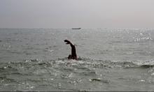 انطلق من بريطانيا للبرازيل سباحة... فهل سينجح؟