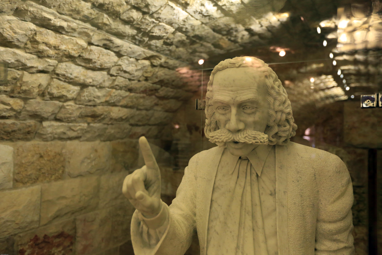 تطويع الصخور... لنحت التاريخ