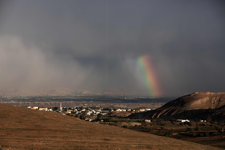 الأحوال الجوية: أمطار وعواصف وانقطاع الكهرباء وإغلاق شوارع