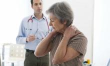 جرثومة تكشف العلاقة بين التهاب المفاصل والتهاب اللثة