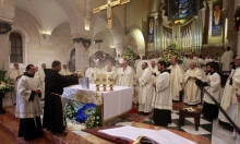 قداس كنيسة المهد في ميلاد المسيح، بيت لحم، فلسطين