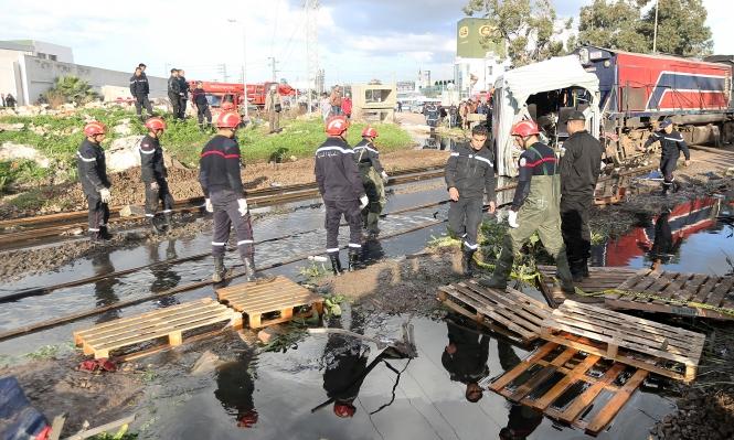 تونس: مصرع وإصابة العشرات في تصادم حافلة وقطار