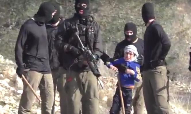 فيديو: جنود الاحتلال يقبضون على طفل