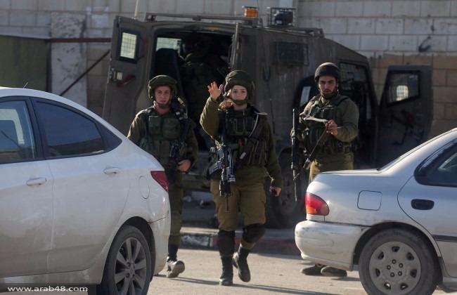 حاجز قلنديا: إصابة خطيرة لفلسطينية برصاص الاحتلال
