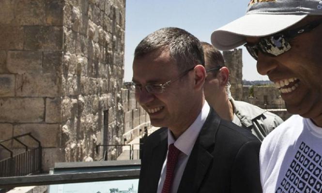 التحقيق مع الوزير ليفين في قضية الرشوة المنسوبة لنتنياهو