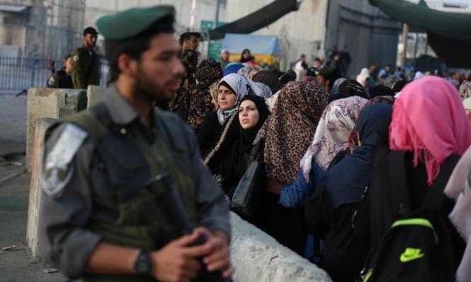 جنود الاحتلال يمزقون التصاريح لمنع زيارة الأسرى