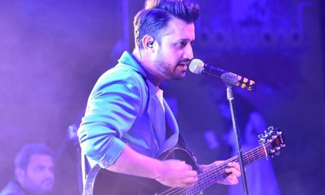 مغني باكستاني يوقف حفله لإنقاذ فتاة من اعتداء جنسي
