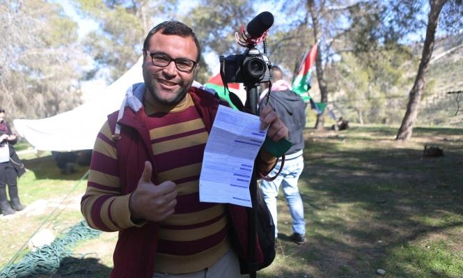 """شرطة الاحتلال تحرر مخالفة """"سير على الأقدام"""" لصحافي فلسطيني"""