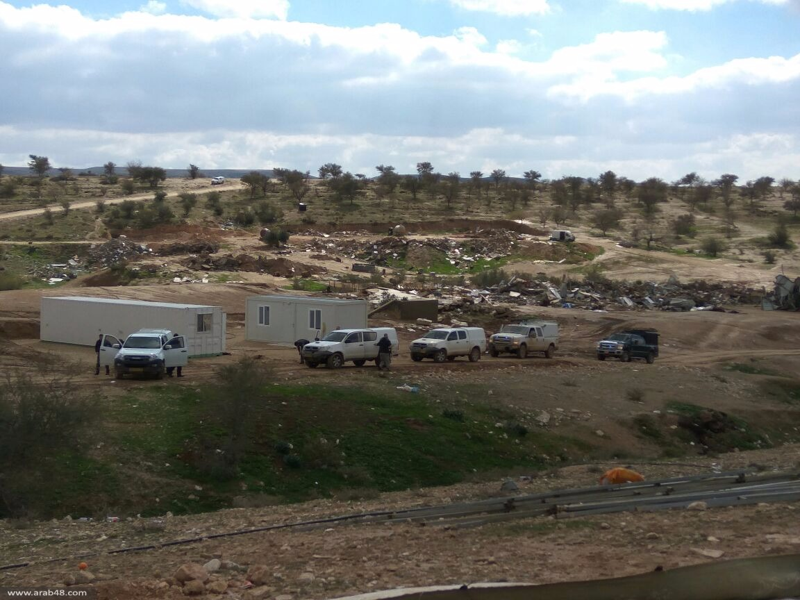 أم الحيران: الشرطة تحاصر المنازل الجاهزة بهدف مصادرتها