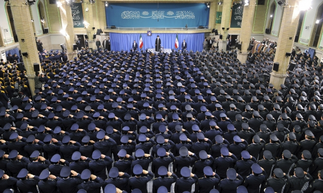 ترامب يدرس تصنيف الحرس الثوري الإيراني كجماعة إرهابية