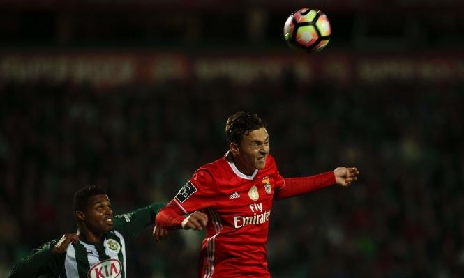 نزاع متوقع بين برشلونة ومانشستر يونايتيد