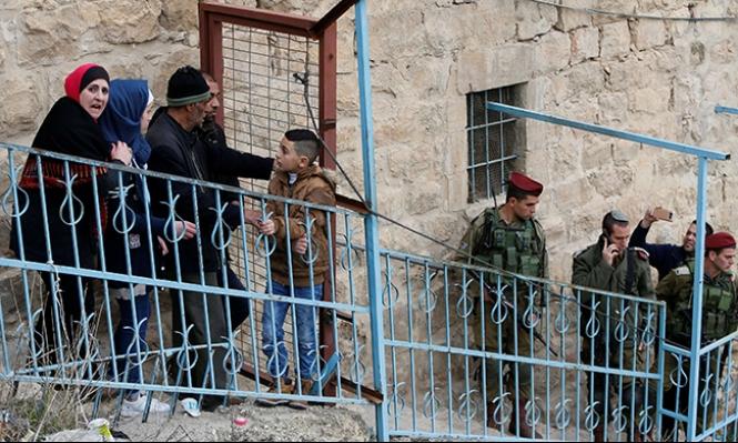 الاحتلال يعتقل 10 فلسطينيين